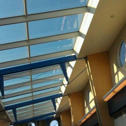 Foto tomada en Burlington International Airport (BTV) por Heather el 5/24/2012