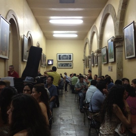 Foto tomada en Cantina La Fuente por Elton O. el 4/14/2012