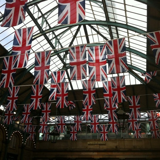 Photo taken at Covent Garden Market by Ana Bertuol on 6/6/2012