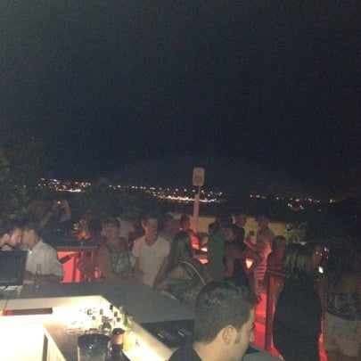 Foto diambil di Beluga Bar Karma Sky Lounge oleh Kadir G. pada 8/21/2012