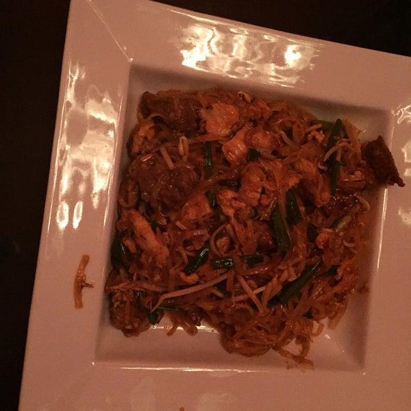 Foto tomada en Red Koi Thai & Sushi Lounge por Nury T. el 1/20/2015