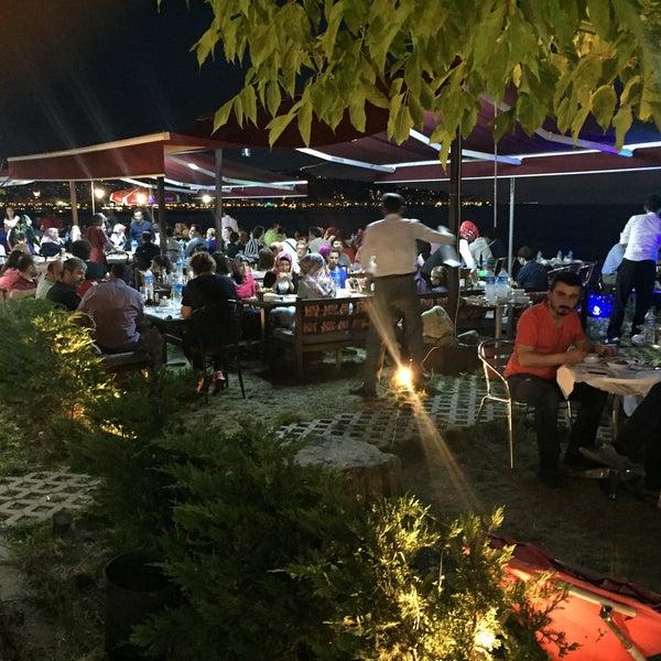 6/23/2016 tarihinde Halil Aydoğanziyaretçi tarafından Taçmahal Et Balık Restorant'de çekilen fotoğraf
