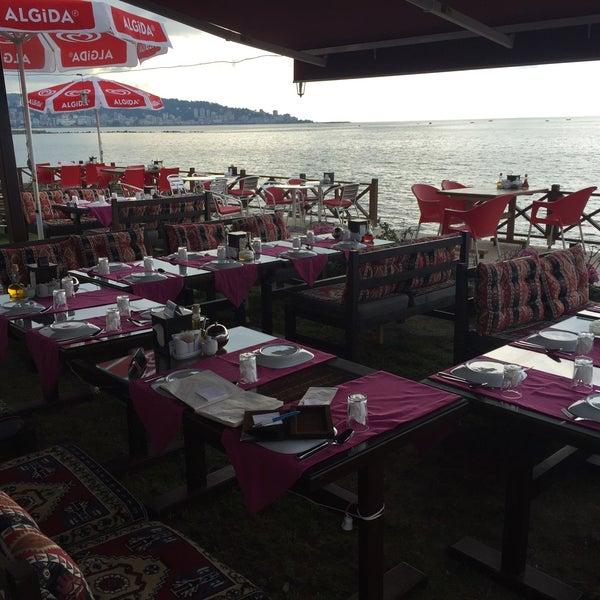 7/1/2016 tarihinde Halil Aydoğanziyaretçi tarafından Taçmahal Et Balık Restorant'de çekilen fotoğraf