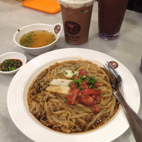 Photo taken at OldTown White Coffee by Mon A. on 10/11/2015
