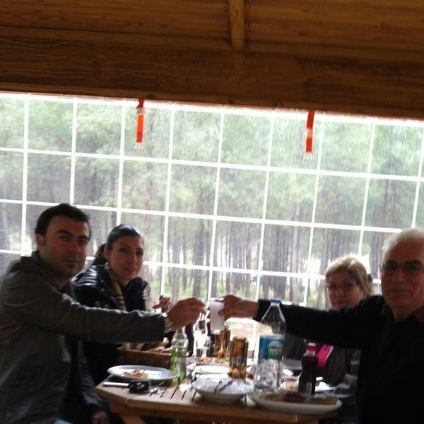 2/14/2013 tarihinde Cem T.ziyaretçi tarafından Koçlar Restaurant ve Dinlenme Tesisi'de çekilen fotoğraf