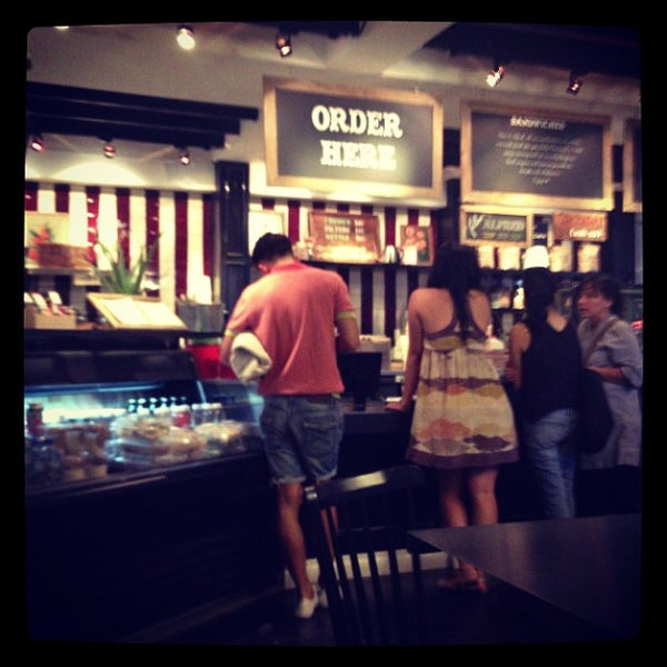 Photo prise au Alfred Coffee & Kitchen par Whitney L. le8/17/2013