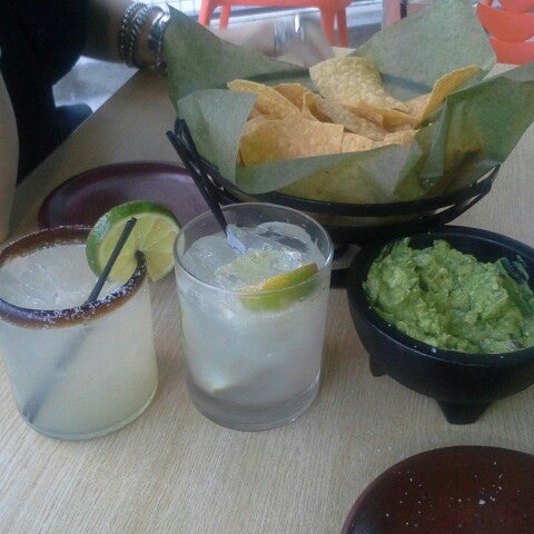 Photo taken at Verde Mexican Kitchen & Cantina by Alessandro O. on 8/22/2014