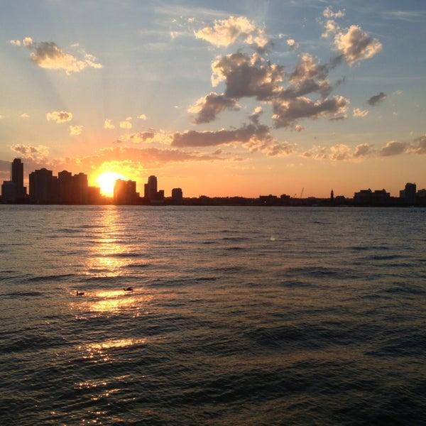 Das Foto wurde bei Hudson River Park von Wesley C. am 5/16/2013 aufgenommen