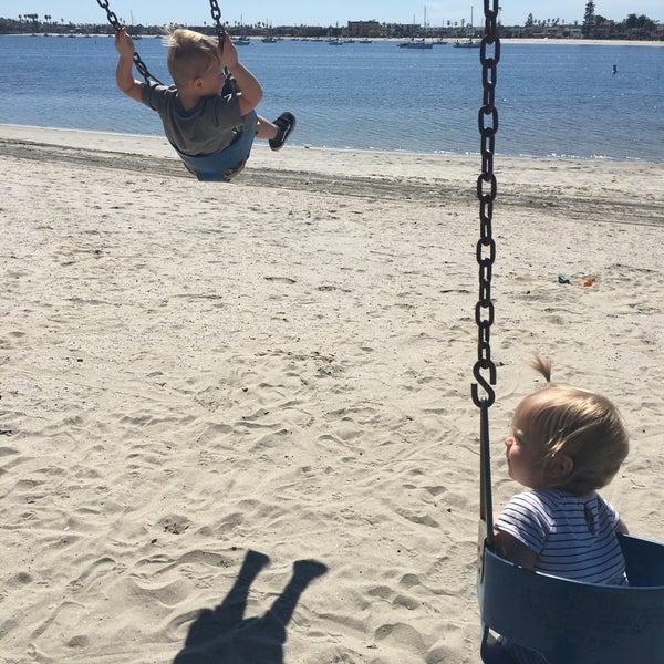 Foto tirada no(a) Mission Beach Park por Zach S. em 3/3/2017