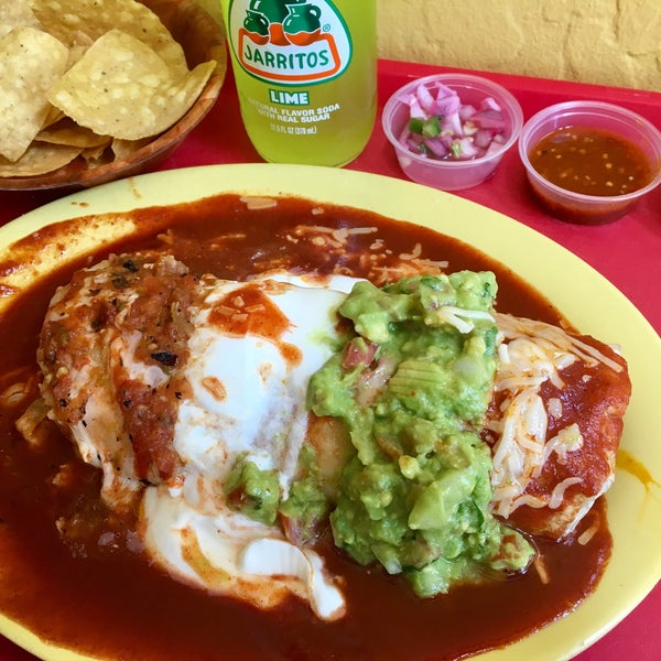 The Azteca Burrito (📷) is a gigantic portion of the tasty usual ingredients with dollops of sauce.