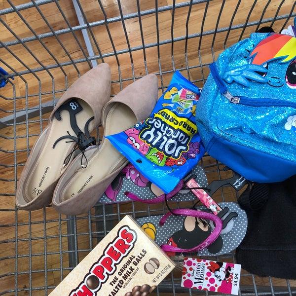 Снимок сделан в Walmart Supercenter пользователем Jenny L. 4/28/2018