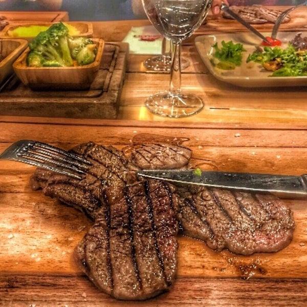 7/26/2018 tarihinde ✨ Yavuzziyaretçi tarafından Assado Steak House'de çekilen fotoğraf