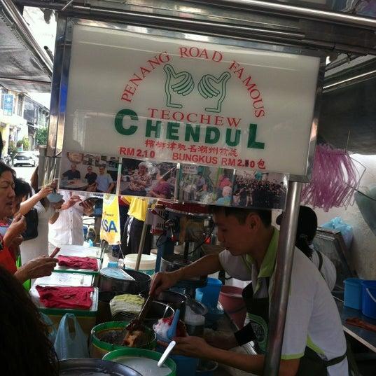 Photo taken at Penang Road Famous Teochew Chendul (Tan) by Kurt on 2/12/2013