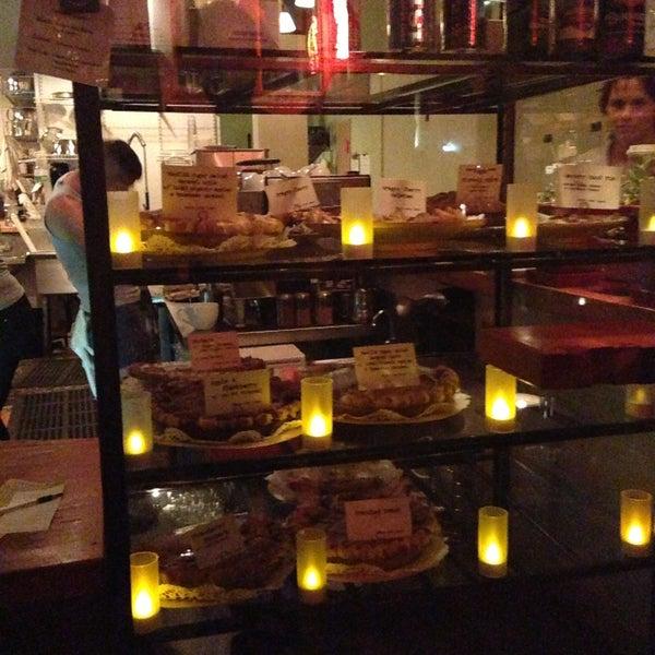 5/12/2013 tarihinde Peace S.ziyaretçi tarafından Random Order Pie Bar'de çekilen fotoğraf