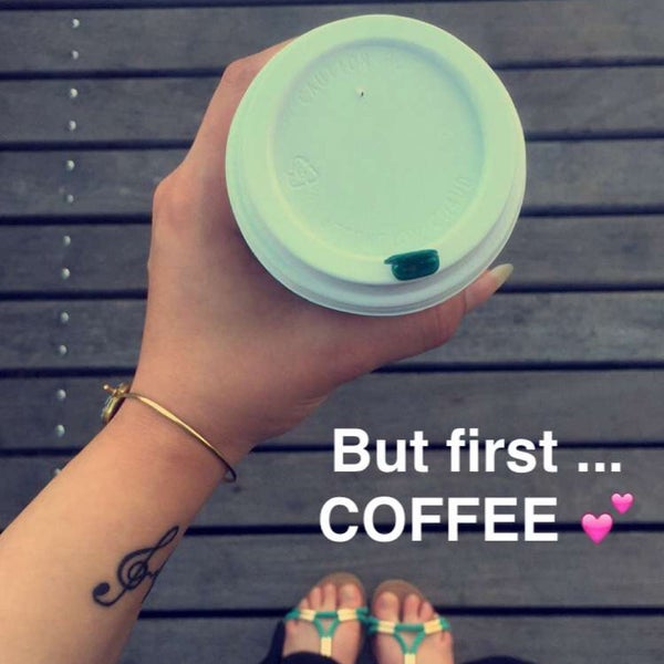 รูปภาพถ่ายที่ Starbucks โดย Abby เมื่อ 7/19/2016