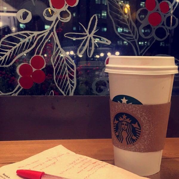 รูปภาพถ่ายที่ Starbucks โดย Abby เมื่อ 12/30/2015