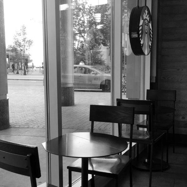 รูปภาพถ่ายที่ Starbucks โดย Abby เมื่อ 8/5/2016