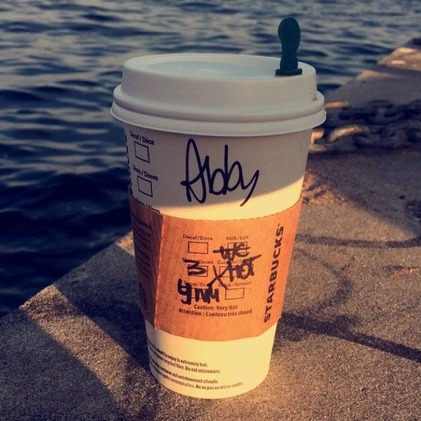 รูปภาพถ่ายที่ Starbucks โดย Abby เมื่อ 7/25/2016