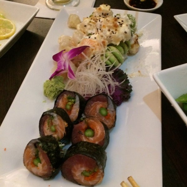 Photo taken at Blu Sushi by Nanananana B. on 1/9/2014