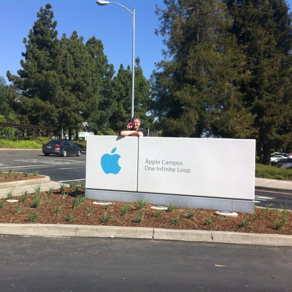 Photo taken at Apple Inc. by Tom M. on 4/12/2013