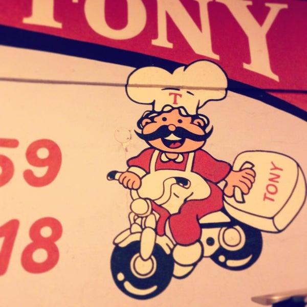 Foto tomada en Restaurante Tony por Liz F. el 1/12/2013
