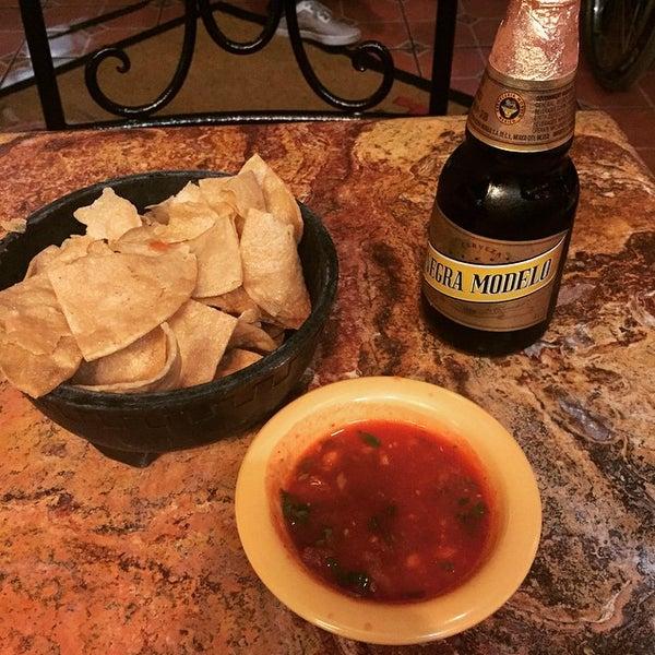 Foto tomada en Fiesta Martin Mexican Grill por Jason C. el 1/17/2015