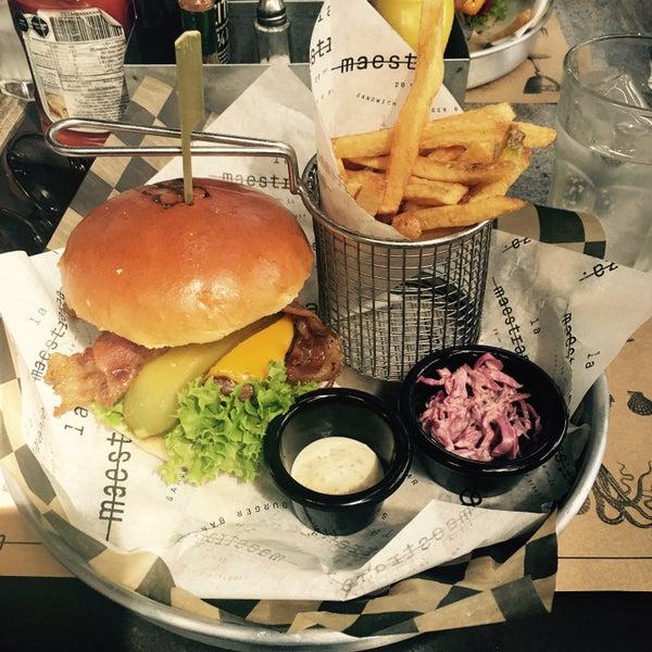 Foto tomada en La Maestranza Sandwich & Burger Bar por Yas el 3/21/2017