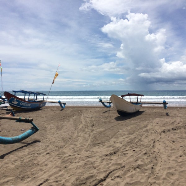 Photo taken at Pantai Barat Pangandaran by Ratna H. on 12/8/2016