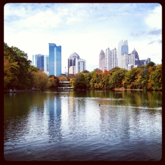 รูปภาพถ่ายที่ Piedmont Park โดย Katie W. เมื่อ 11/4/2012