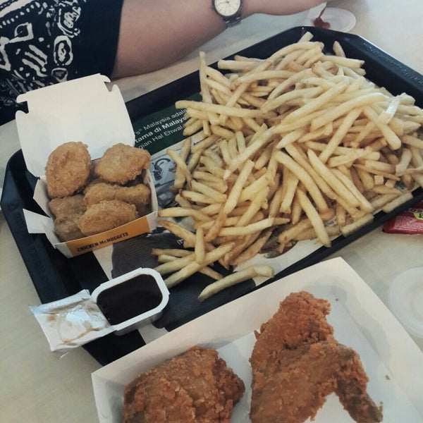 Photo taken at McDonald's by Venessa L. on 10/12/2015