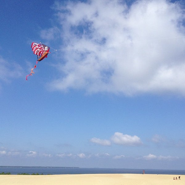 Photo taken at Jockey's Ridge State Park by howmuchispizzathere? on 7/26/2013