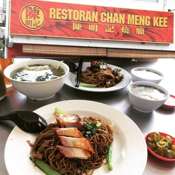 Photo taken at Restoran Chan Meng Kee (陈明记面家) by Hoong T. on 10/30/2016