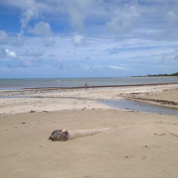 Foto tirada no(a) Praia de Paripueira por Tony A. em 6/22/2013