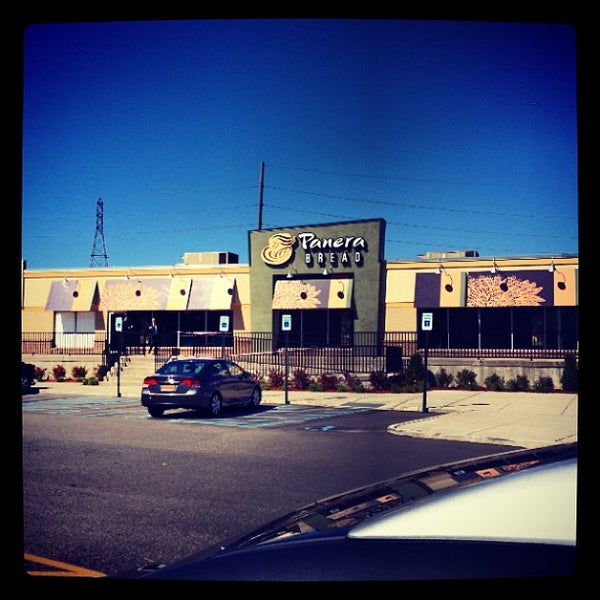 Photo taken at Panera Bread by Manny G. on 9/23/2013