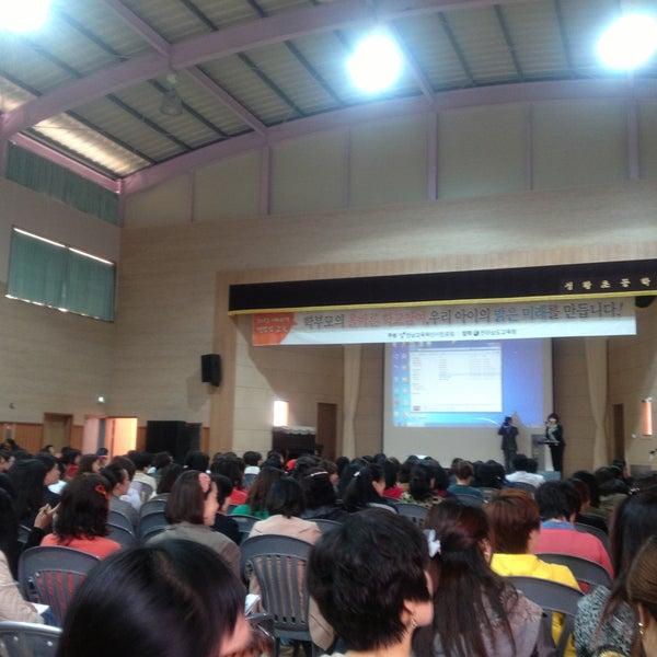 Photo taken at 성황초등학교 by Jihyun P. on 4/18/2013
