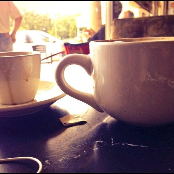 Foto tirada no(a) Crestwood Coffee Co. por Beth S. em 8/25/2013