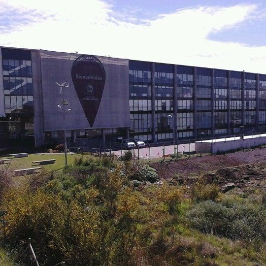 Foto tomada en Universidad Andrés Bello por Jota D. el 10/7/2012