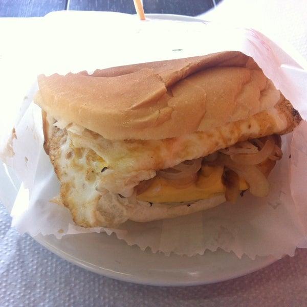 Foto tirada no(a) Brasil Burger por Danilo P. em 3/15/2014