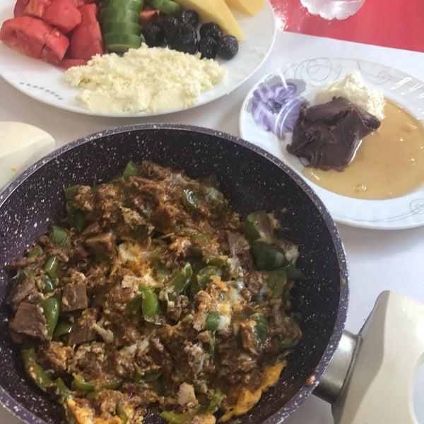 10/3/2017 tarihinde Vehbi S.ziyaretçi tarafından Mihri Restaurant & Cafe'de çekilen fotoğraf
