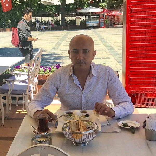 6/13/2017 tarihinde Vehbi S.ziyaretçi tarafından Mihri Restaurant & Cafe'de çekilen fotoğraf