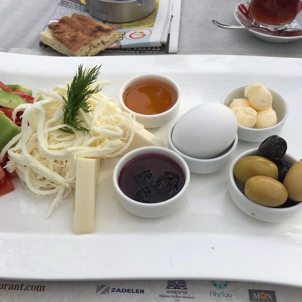 11/30/2017にVehbi S.がMihri Restaurant & Cafeで撮った写真
