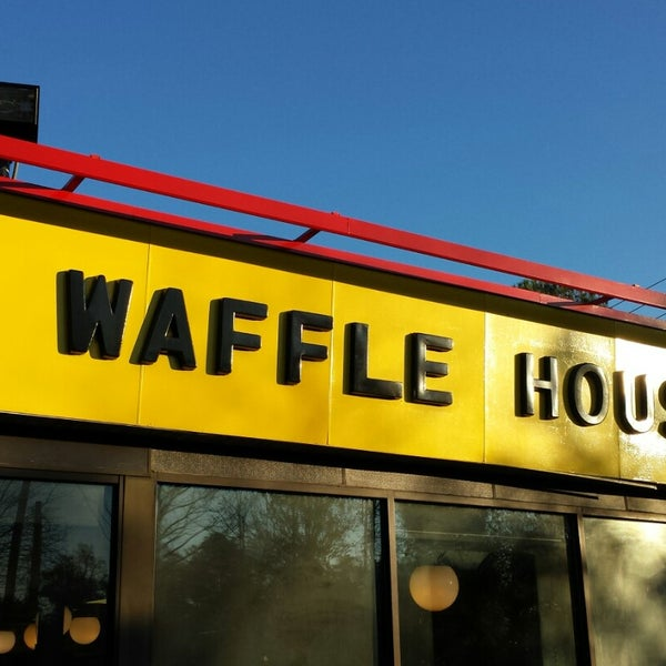 Photo taken at Waffle House by Ginger G. on 11/30/2014