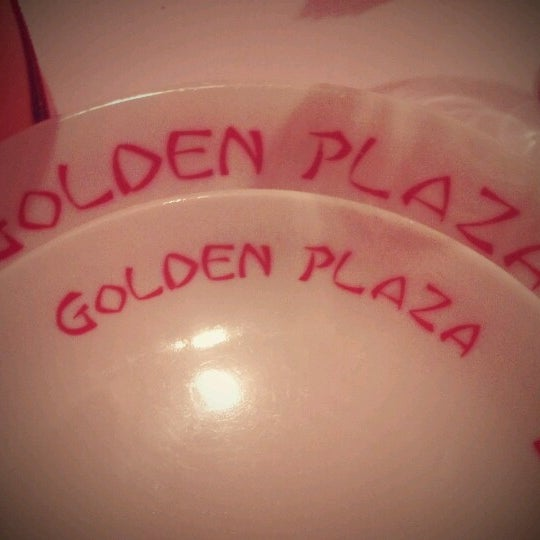 Foto tirada no(a) Golden Plaza Chinese Restaurant por Bruno D. em 11/13/2012