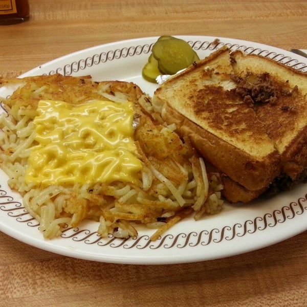 Photo taken at Waffle House by Rodrigo T. on 4/11/2013