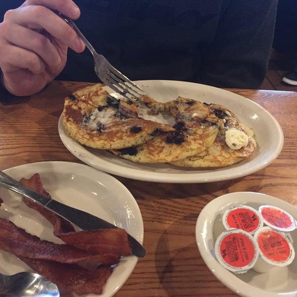 Binta our waitress was wonderful!! The pancakes were 😋 delicious!!