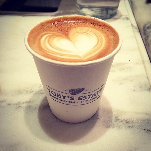 Foto scattata a Toby's Estate Coffee da Eugene N. il 2/11/2014
