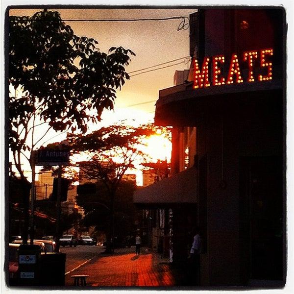 Foto tirada no(a) Meats por Braga em 12/8/2012