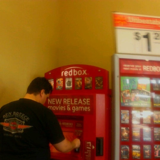 Снимок сделан в Walmart Supercenter пользователем Nita I. 9/21/2012