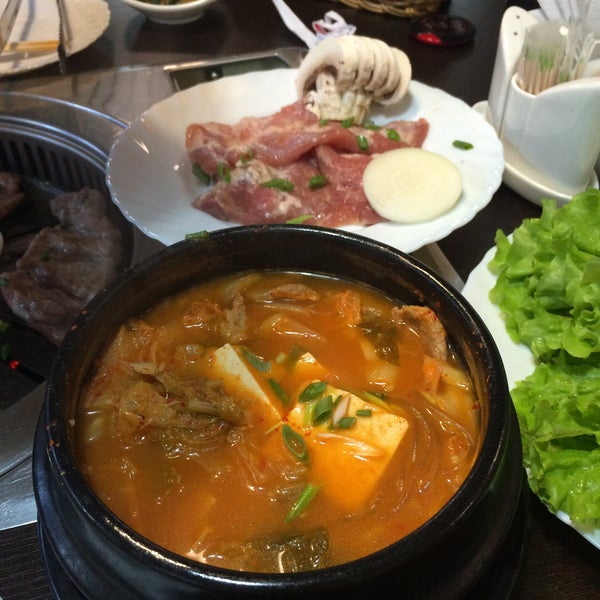 Снимок сделан в Korean BBQ гриль пользователем Zine W. 7/23/2016