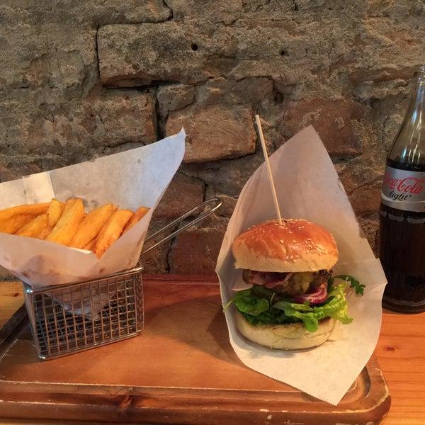 Das Foto wurde bei BurgerArt von Gilly B. am 1/30/2015 aufgenommen